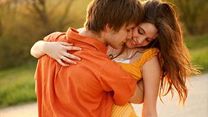 Как заставить парня поцеловать тебя